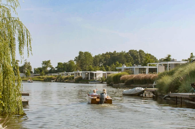 https://media.bungalowspecials.be/images/cms/bb-bungalow-aan-het-water-604f1f1711581.jpg